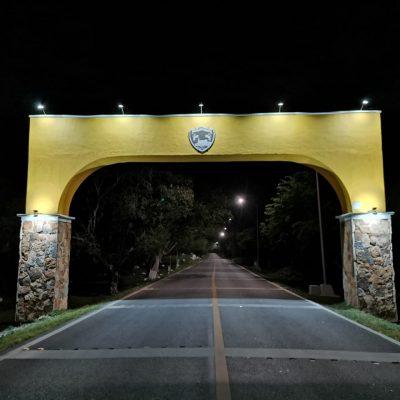 Roban lámparas en el arco de acceso a Tecoh; sospechan de algún 'ladrón político'