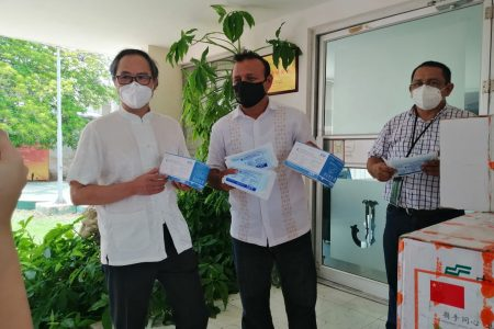 Asociación china de Yucatán dona 10 mil cubrebocas para pobladores de Dzidzantún