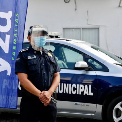 Cadena de farmacias dona 400 caretas para policías municipales