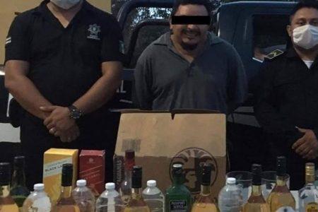 Detienen a sonriente sujeto que vendía alcohol adulterado en Cacalchén