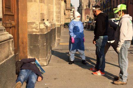 Paciente de Covid-19 protesta en Palacio Nacional porque le cortaron la luz
