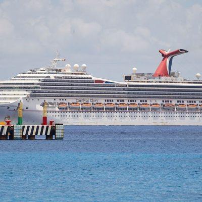Desembarcan en Cozumel 76 mexicanos atrapados en un crucero de Carnival