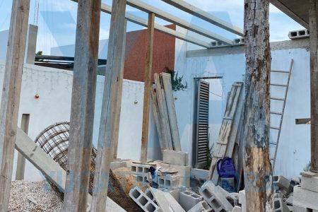 Derrumbe en Gran Santa Fe: joven albañil fracturado