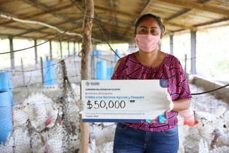 Productores reciben créditos del Fondo de Crédito Agropecuario y Pesquero