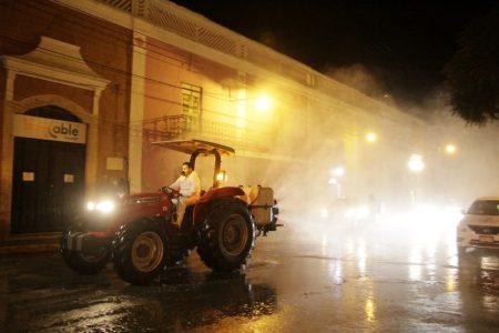 Sanitizan las calles de Tekax para prevenir el Covid-19