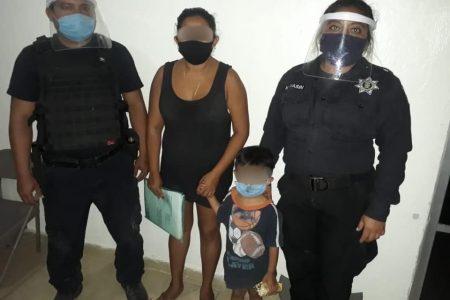 Ya está con su madre el niño hallado caminando solito en Kanasín