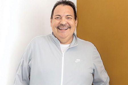 Hospitalizan con síntomas de Covid-19 al cantante Julio Preciado