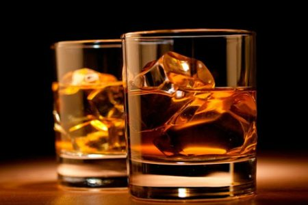 Otros seis intoxicados en Chuburná Puerto: tomaron 'whisky artesanal' regalado