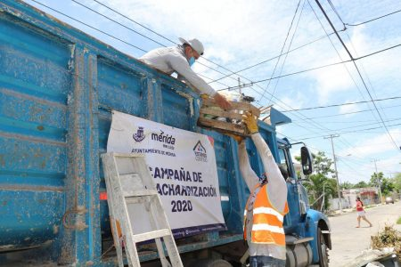 Intensa labor de cuadrillas para retirar de la vía pública cacharros y basura