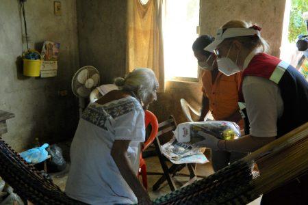 Entregan despensas donadas por Bepensa a familias afectadas por inundaciones.