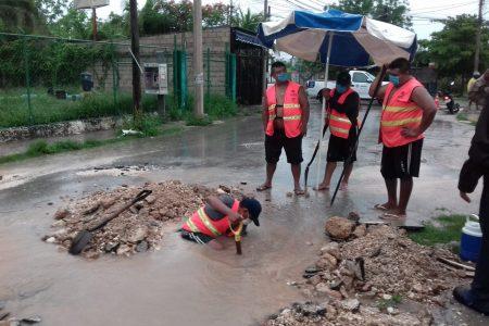Pese al mal tiempo, Japay repara importante fuga en Santa Isabel