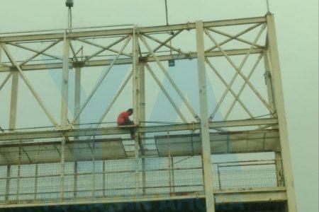 Adolescente de 15 años intenta suicidarse en un puente del Periférico