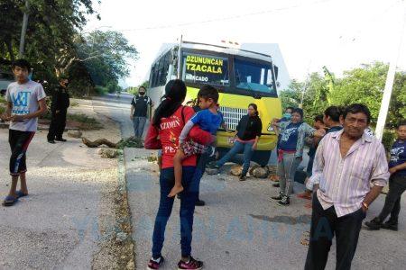 Protestan porque no encuentran cupo en el autobús