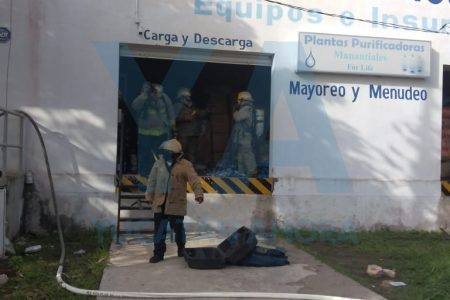 Arde bodega en Jardines de Yucalpetén: pérdidas de 100 mil pesos