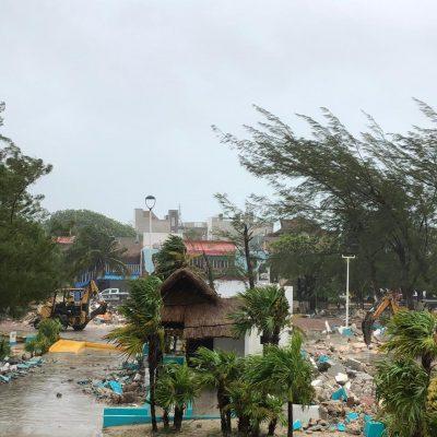 Protesta y arrestos en Puerto Morelos por demolición del kiosco de un parque