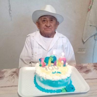 Abuelito de Yucatán llega a los 100 años en medio de dos contingencias