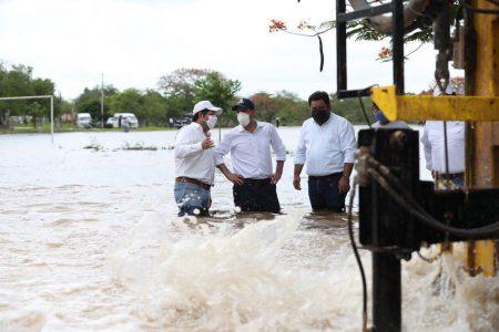 Perforan pozos pluviales para bajar el nivel de las inundaciones en Motul