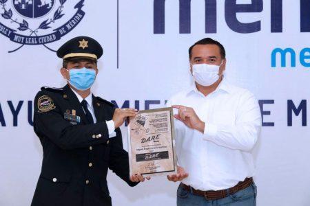 Reconocimiento nacional a Mérida por el programa D.A.R.E.