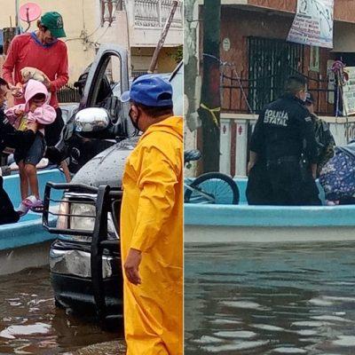 Hasta con lanchas rescatan a vecinos de Progreso en zonas inundadas