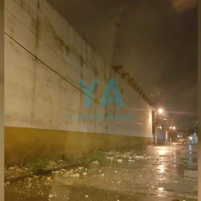 Se derrumba el techo de una bodega en Jardines de Miraflores