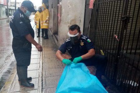 La muerte lo sorprende en la lluviosa mañana, en el centro de Mérida