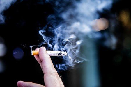 Covid-19 va ahora contra fumadores y gente con pulmones obstruidos