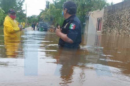 Las lluvias dejan con el agua a la cintura a familias de dos comunidades mayas