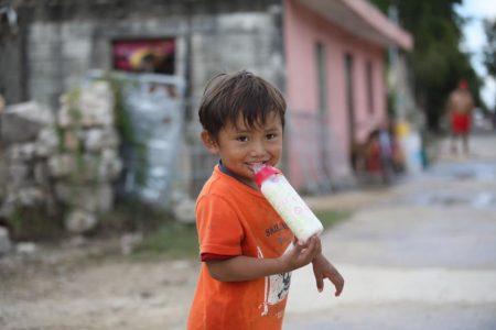 Llega la leche especial para Rodrigo, un pequeño damnificado de Cristóbal