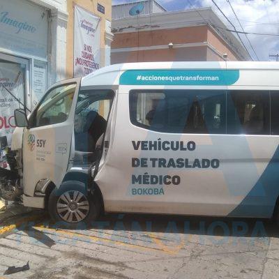 Choca ambulancia: cinco heridos y una paciente que no llegó a tiempo al IMSS