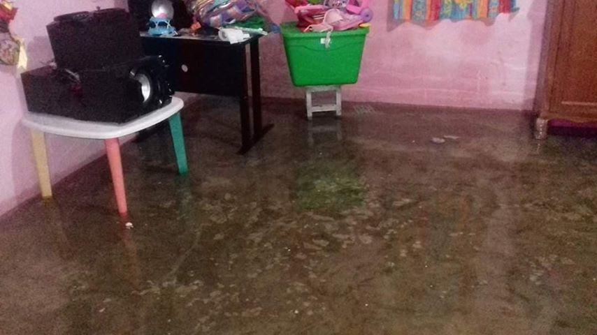Se desborda lago del Yucatán Country Club y comienza a inundar pequeña comunidad