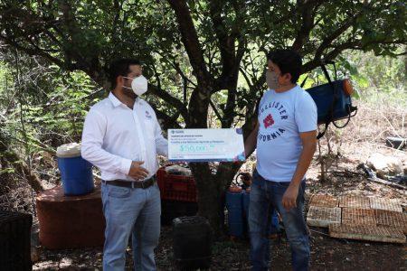 Gobierno de Yucatán entrega más de 3.5 millones de pesos en créditos para el campo