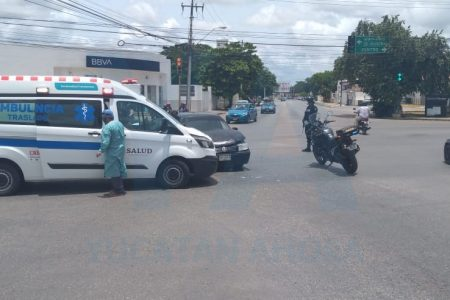 Choca ambulancia que trasladaba al hospital a una joven con dolores de parto
