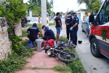Motociclista se 'voló' un alto y lo chocaron, en la Bojórquez: dos lesionados