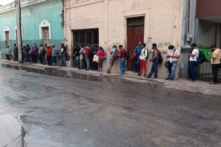 Casi 100 muertos por Covid-19 en los últimos tres días: el lunes nuevas medidas para reducir contagios