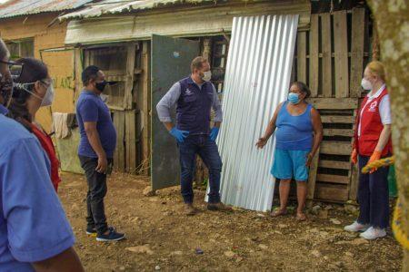 Cruz Roja dona láminas para techos de familias vulnerables en Mérida
