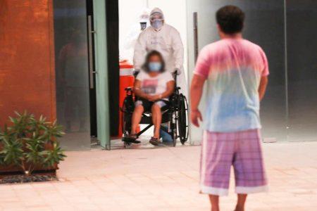 Dan de alta a 11 pacientes del hospital temporal del Centro Yucatán Siglo XXI