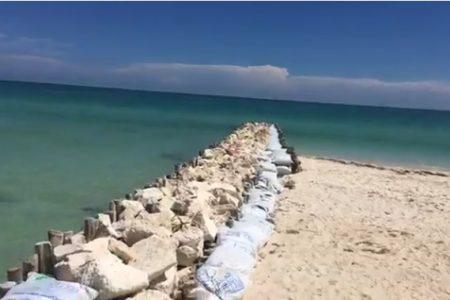 """Pese a que se """"comen"""" las playas, en Chelem siguen construyendo espolones"""