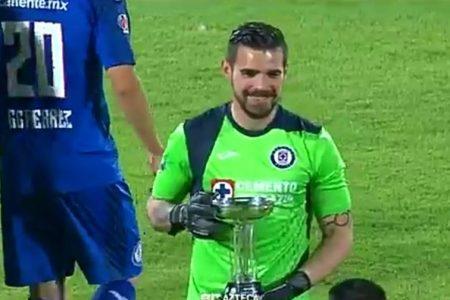 El yucateco Andrés Gudiño levanta la Copa por México con el Cruz Azul