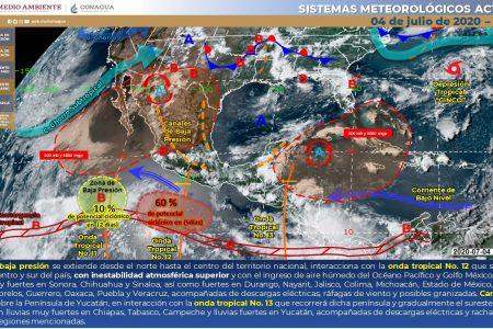 Onda tropical 13 deja nublados y lluvias en la Península de Yucatán