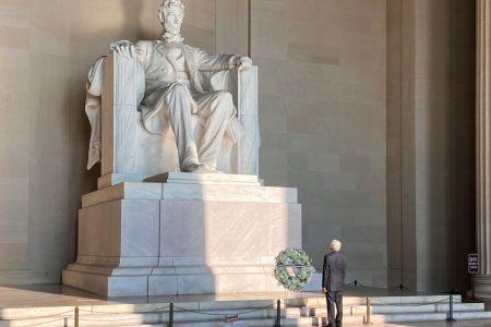 Inicia agenda de AMLO por Washington: visita monumento a Lincoln