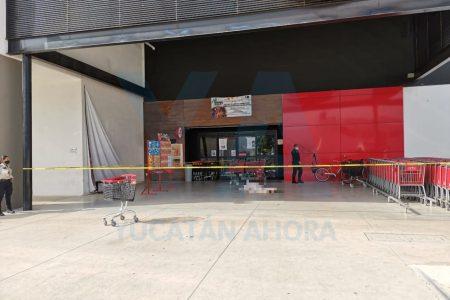 Muere a las puertas de un supermercado de Ciudad Caucel
