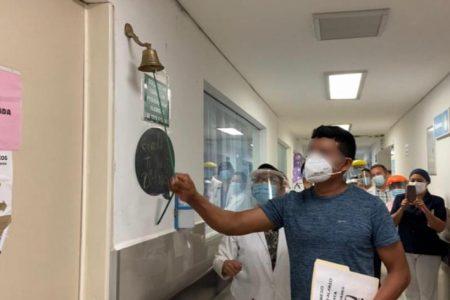 Repica la campana de la victoria: recién nacida vence el Covid-19 en la T-1 del IMSS