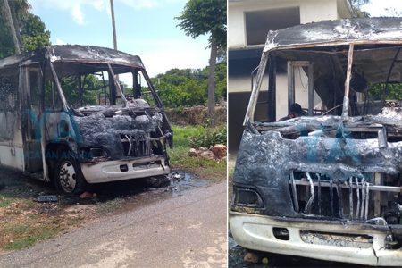 Misterioso incendio de un autobús descompuesto