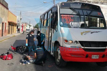 Camión ignora el alto y atropella a un motociclista