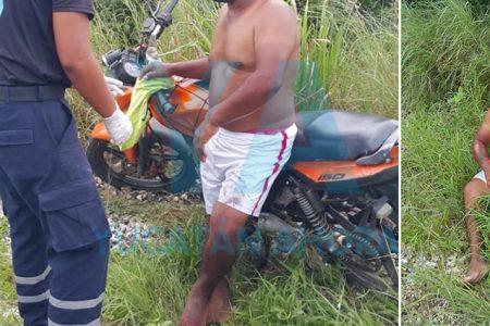 Dormita un motociclista y acaba dentro del monte