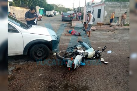 Se vuela el alto y atropella a motociclista de 18 años