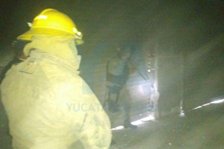 Se queman cuatro bodegas abandonadas en la Central de Abastos