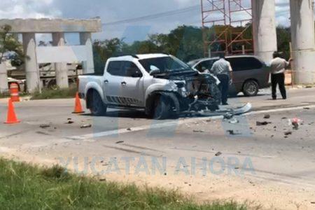 Aparatoso accidente en la vía Tetiz-Mérida, a la altura de un puente en construcción