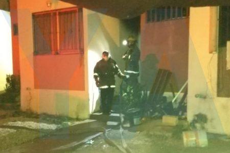 Ebrios casi comen lumbre al incendiarse su casa cuando dormían, en Ciudad Caucel