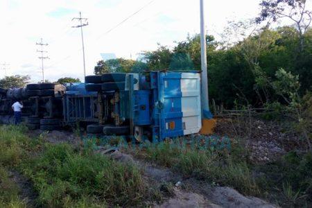 Vuelca un tráiler en la Mérida-Progreso
